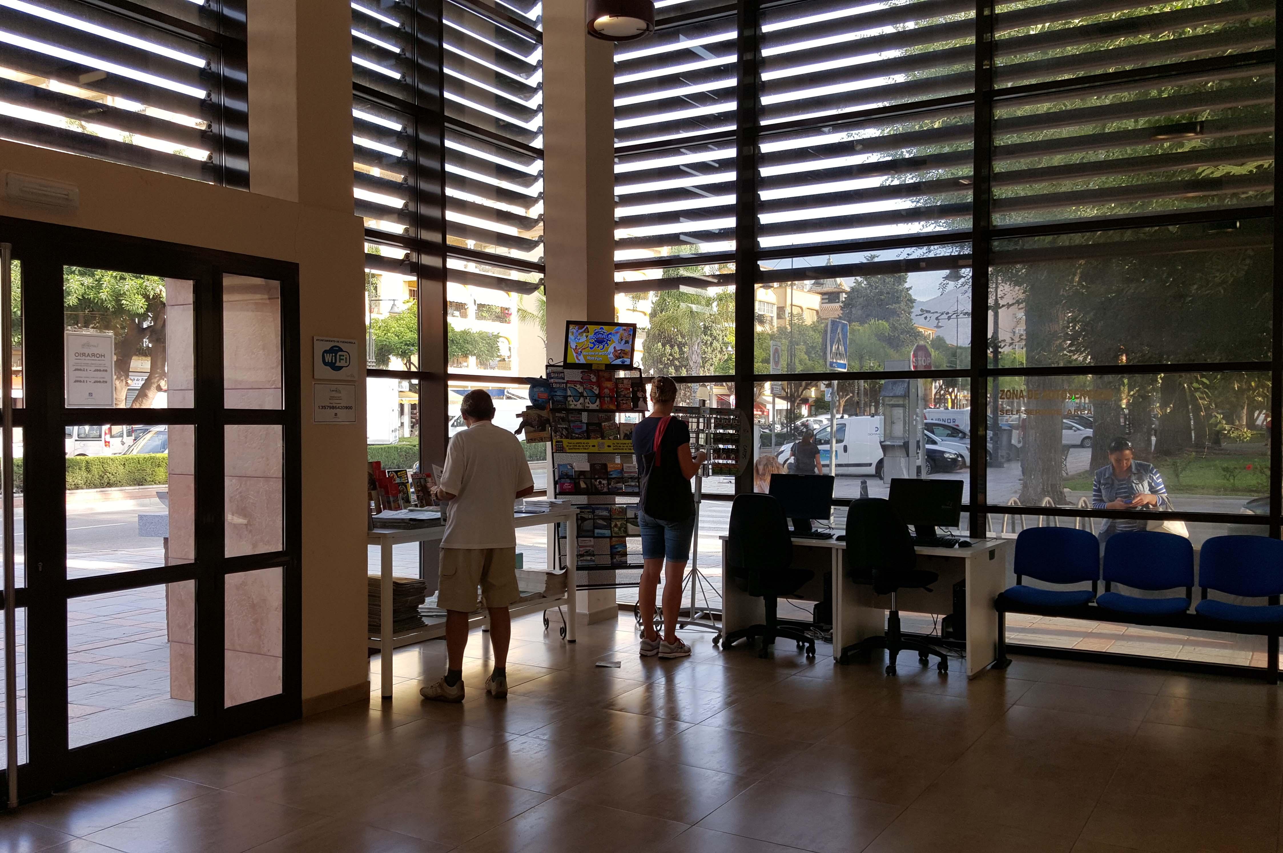 Oficina de turismo fuengirola alberro arquitectos - Oficina de turismo ...